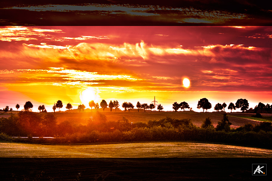 <b>the orange falling Sun</b><br>Dieses Foto wurde bei Sonnenuntergang eines warmen Augusttages aufgenommen. Es Zeigt den Horizont mit untergehender Sonne